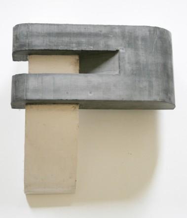 Untitled, 2009, Plaster, pigment, 38 x 35 x 13,5 cm