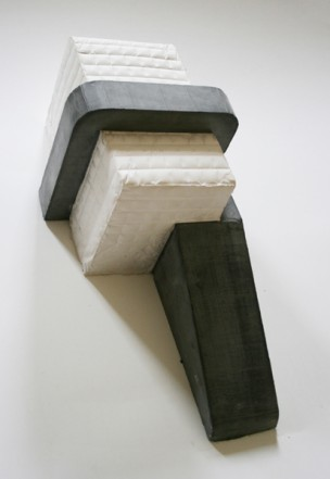 Untitled, 2009, Plaster, pigment, 45,5 x 19,5 x 18,5 cm
