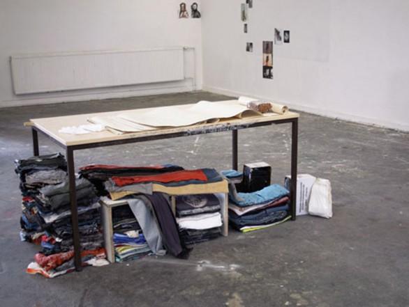 Die Kleider, 2010, Mixed media,  74,5 x 155,5 x 78 cm